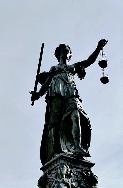 Rättvisan är blind och stukad! 22